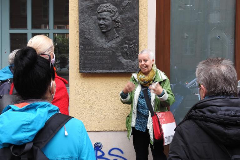 """Stadtführung: ,,Mühsal ein ganzes Leben lang"""". Frauengeschichte im Prenzlauer Berg"""